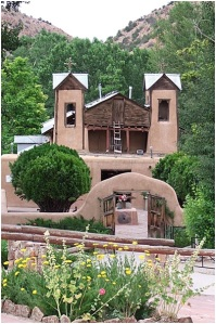 Santuario Chimayo by Andrea Stawitcke via Wikipedia